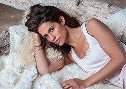 Portret vrouwelijk model. Berebeeld beeldretouche voor Jimmy Nelson.