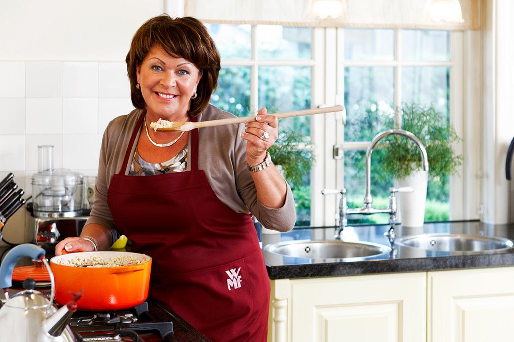 Vrouw in keuken aan het koken. Berebeeld beeldretouche voor Nopoint Fotostudio | Jumbo.
