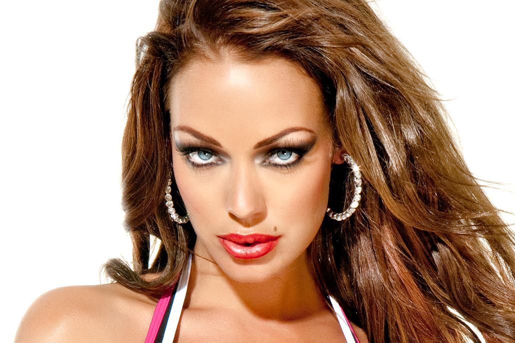 Portret lingerie-model. Berebeeld beeldretouche voor Herman van Gestel | SAPPH.