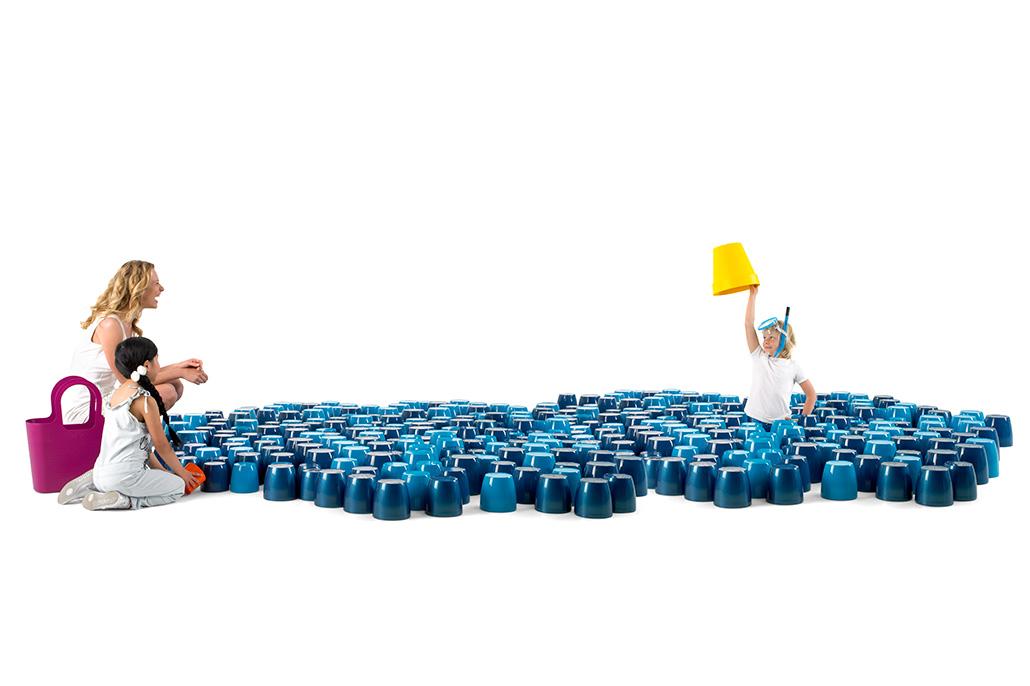 Jongetje tussen bloempotten. Berebeeld beeldmanipulatie voor Nopoint Fotostudio | Elho.